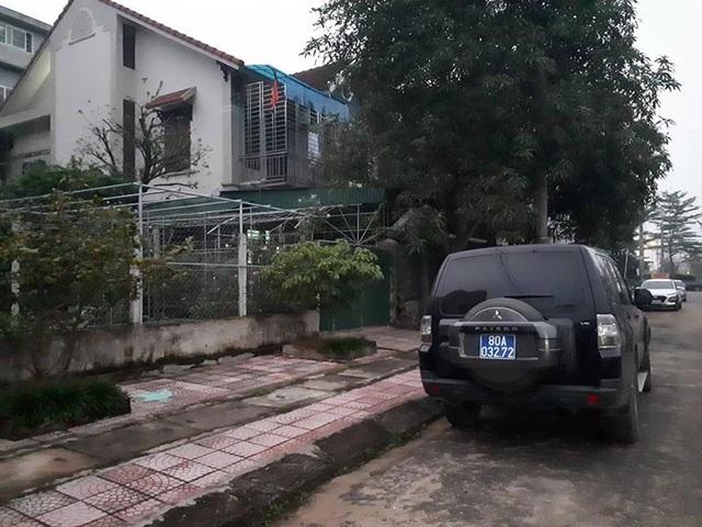 Công an khám nhà nguyên lãnh đạo BIDV chi nhánh Hà Tĩnh - 1