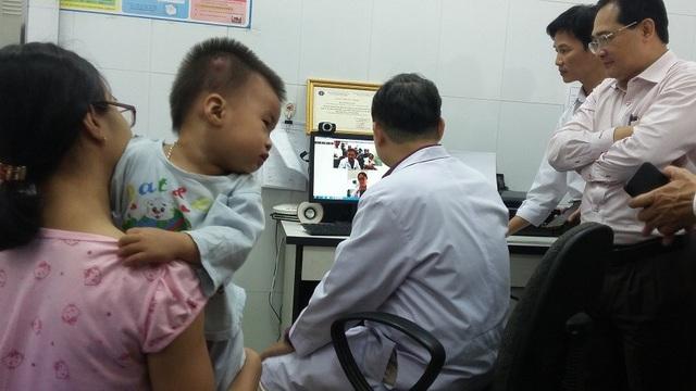 Bệnh nhi tại trạm y tế được BS tại bệnh viện Nhi đồng 2 chẩn bệnh trực tuyến