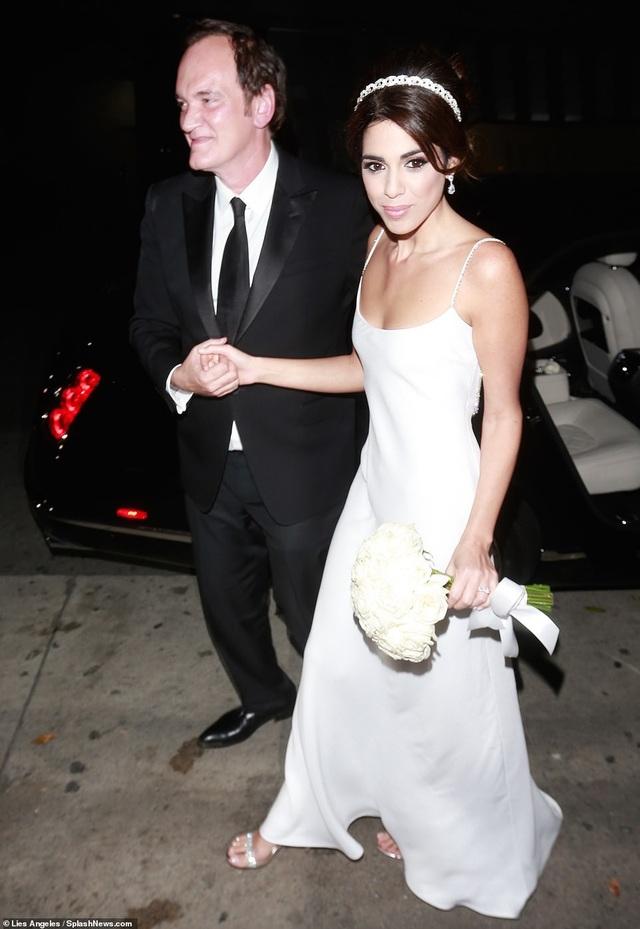 Đạo diễn quái kiệt Quentin Tarantino cưới vợ lần đầu ở tuổi 55 - 25