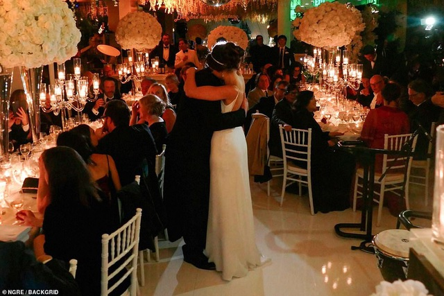 Đạo diễn quái kiệt Quentin Tarantino cưới vợ lần đầu ở tuổi 55 - 23