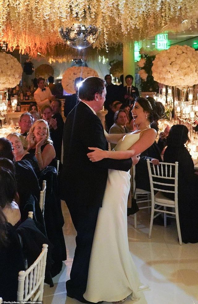 Đạo diễn quái kiệt Quentin Tarantino cưới vợ lần đầu ở tuổi 55 - 20