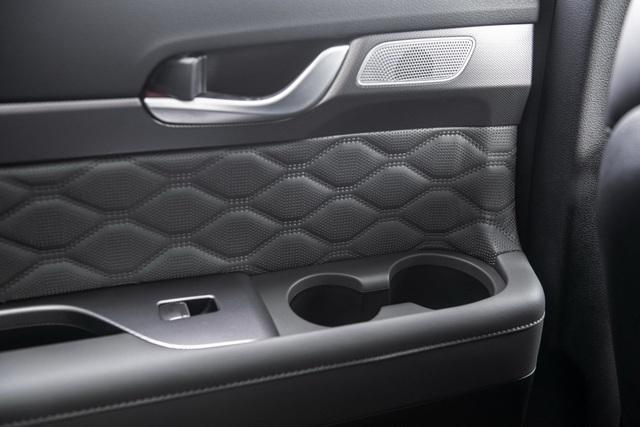 Hyundai Palisade cạnh tranh với Ford Explorer bằng giá bán - 16