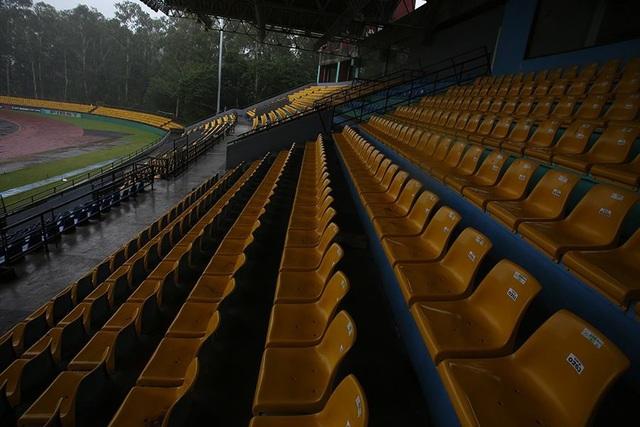 Cận cảnh sự xuống cấp của sân Panaad trước trận Philippines - Việt Nam - 6