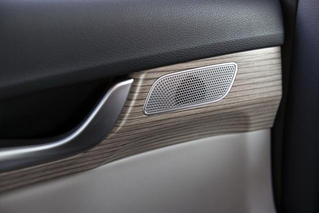Hyundai Palisade cạnh tranh với Ford Explorer bằng giá bán - 25