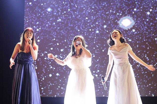 """Các """"thiên thần"""" của nhóm thi Fallen Angel đã mang tiếng đàn vĩ cầm du dương kết hợp với giọng hát ngọt ngào, cao vút trong giai điệu When you believe đến với vòng Chung khảo"""