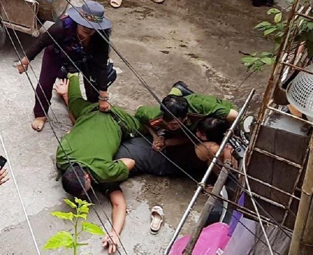 Hình ảnh xô xát giữa gia đình bị cáo Nguyệt và cơ quan chức năng (Ảnh: CTV).
