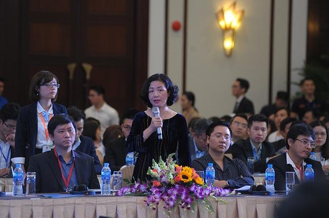 Bà Thạch Lê Anh - Chủ nhiệm Chương trình Vietnam Silicon Valley đóng góp ý kiến