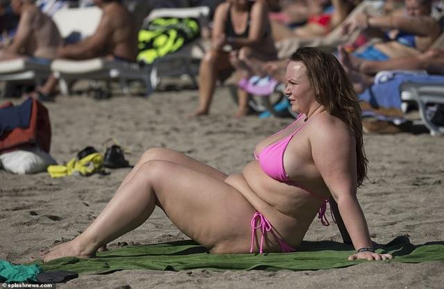 Chanelle Hayes: Tăng cân vẫn tự tin diện áo tắm - 12
