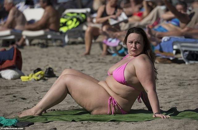Chanelle Hayes: Tăng cân vẫn tự tin diện áo tắm - 13