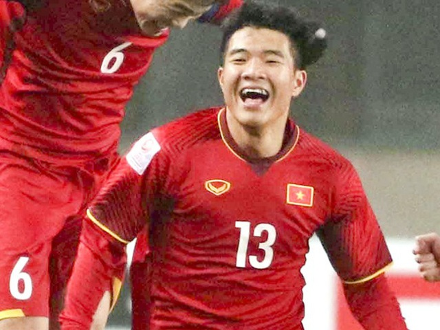 Hà Đức Chinh (sinh năm 1997) đá ở vị trí tiền đạo, được mệnh danh là vựa muối của tuyển Việt Nam.