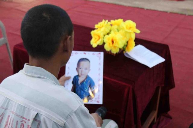 Con trai 19 tháng tuổi, nhưng Linh chỉ được nhìn thấy con qua những bức ảnh