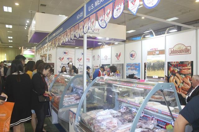 Gian hàng giới thiệu thịt và các sản phẩm từ thịt của Mỹ tại triển lãm. (Ảnh: Thành Đạt)