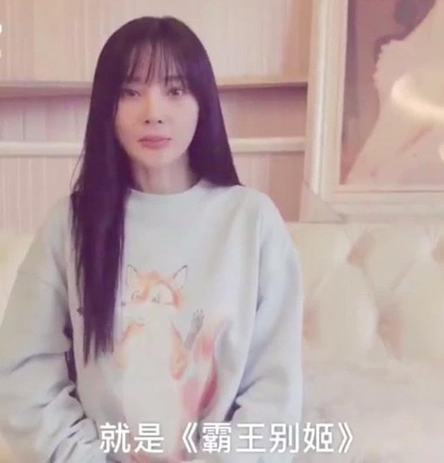 Lý Tiểu Lộ xuất hiện trong một clip trên trang cá nhân vài ngày trước thông tin cô ngoại tình lần thứ hai.