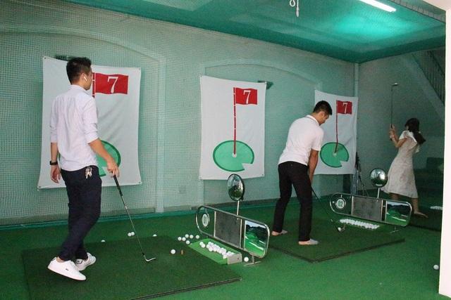Ngoài ra, tại đây còn có khu tập Golf cho những người có nhu cầu