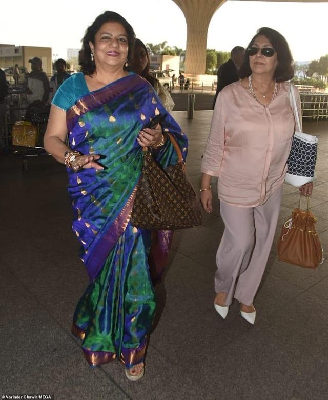 Bà Madhu Chopra - mẹ Priyanka diện trang phục truyền thống sang trọng