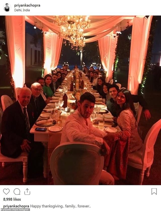 Cặp đôi nghỉ lễ Tạ Ơn tại Ấn Độ thời gian qua