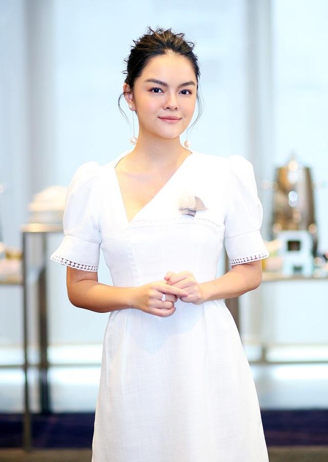 """Phạm Quỳnh Anh """"vùi đầu"""" vào công việc sau khi ly hôn Quang Huy - 2"""