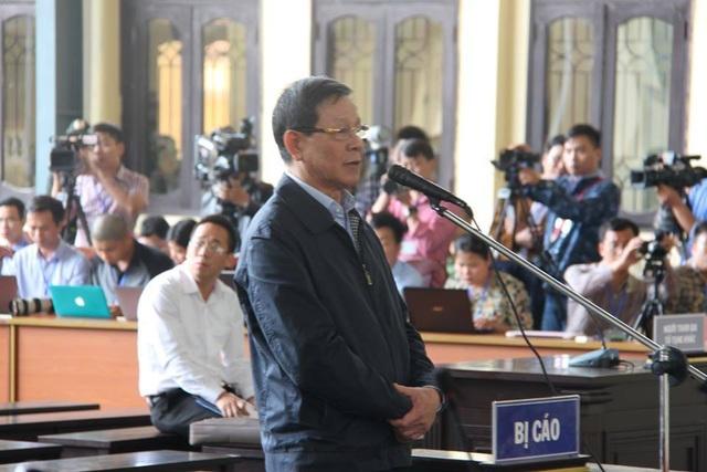 """Hôm nay tuyên án 2 cựu tướng công an trong vụ án """"đánh bạc nghìn tỷ"""" - 4"""