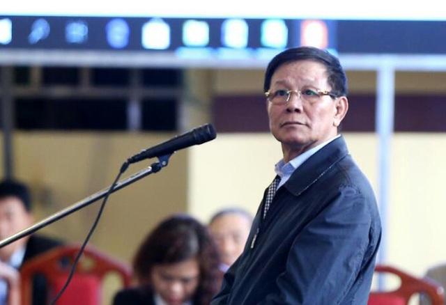 Theo đó, bị cáo Phan Văn Vĩnh (cựu Trung tướng, cựu Tổng cục trưởng Tổng cục Cảnh sát - Bộ Công an) bị tuyên phạt 9 năm tù về tội Lợi dụng chức vụ quyền hạn trong khi thi hành công vụ, phạt bổ sung 100 triệu đồng. Trước đó, ngày 21/11, VKS đề nghị mức án đối với bị cáo Vĩnh là từ 7 năm đến 7 năm 6 tháng tù.