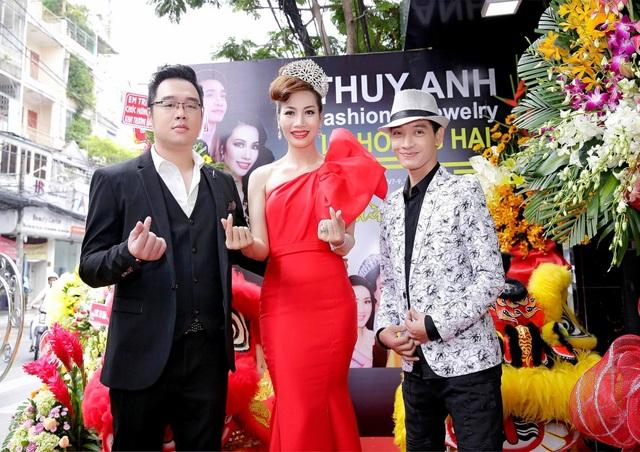 NTK Lê Hoàng Hải, NTK Nguyễn An Huy hợp tác với Á hậu Phạm Thuý Anh vào ngày 24/11 ra mắt showroom thời trang mới tại Quận Phú Nhuận – TP. Hồ Chí Minh.