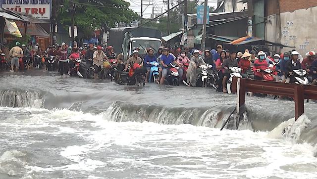 Đoạn đường nơi Long bị nước cuốn mất tích