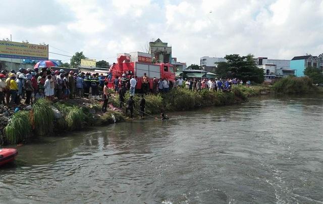 Lực lượng cứu hộ triển khai lặn tìm nạn nhân mất tích