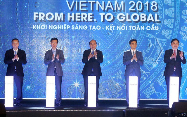 Nghi thức ấn nút khởi động Techfest 2018 với sự tham gia của Thủ tướng Nguyễn Xuân Phúc, Trưởng ban Tuyên giáo Trung ương Võ Văn Thưởng, Phó Thủ tướng Vũ Đức Đam.