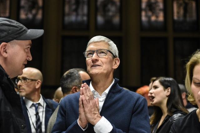 CEO Tim Cook có thể sẽ chủ đích biến Apple trở thành một công ty dịch vụ.