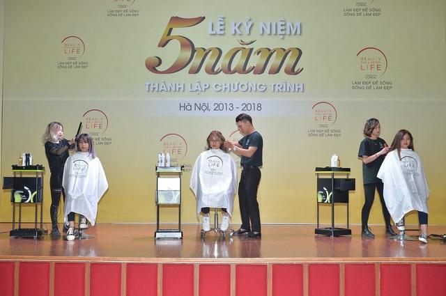 Các học viên tại Hà Nội trình bày kỹ năng đã được học
