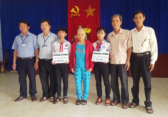 Chính quyền TT. Củng Sơn trao 60.100.000 đồng cho chị Nguyễn Thị Hồng