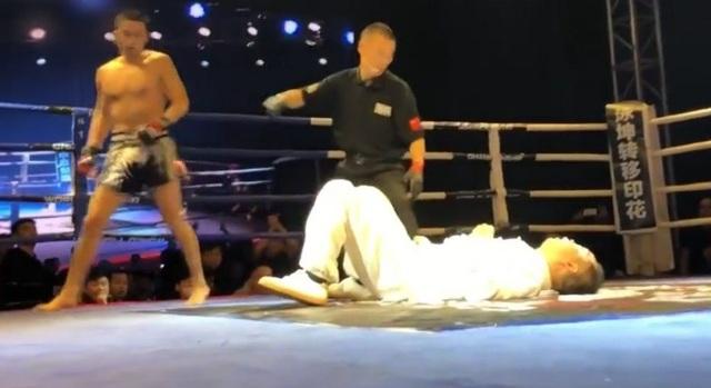 Võ sư môn Thái cực quyền bị chàng sinh viên kiêm võ sĩ nghiệp dư hạ gục chỉ trong 5 giây
