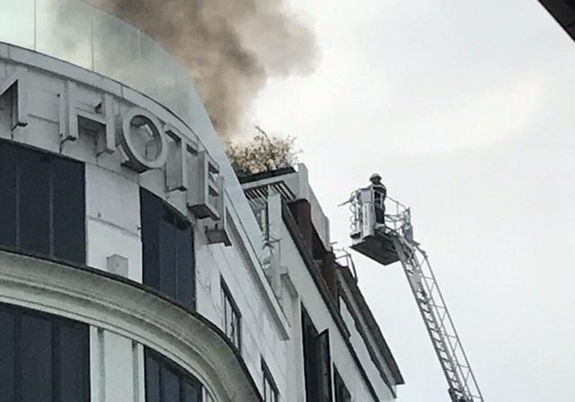 Cảnh sát có mặt ngay sau đó để dập lửa