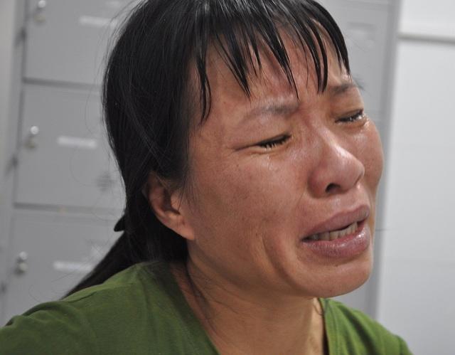 Người mẹ nghèo đã khóc cạn nước mắt vì thương con.