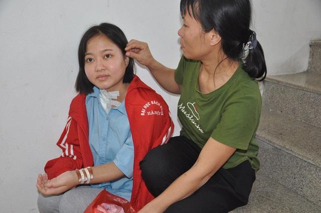 Chạy thận xong, 2 mẹ con lại trở về khu kí túc xá của trường ĐH Bách Khoa Hà Nội để nghỉ ngơi.