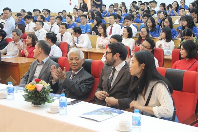 GS Trần Thanh Vân tham gia buổi lễ