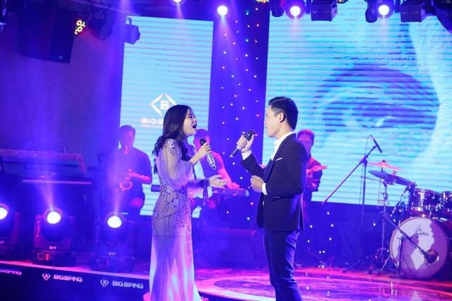 Tối ngày 2/11, cặp đôi Á quân 2 của Tuyệt đỉnh song ca 2018 Hà My - Duy Đạt đã tổ chức một minishow Tình nồng tại Hà Nội.