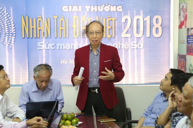 Nhà báo Phạm Huy Hoàn, Tổng biên tập báo Dân trí, Trưởng ban tổ chức Giải thưởng phát biểu tại buổi chấm sơ khảo.