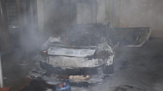 Hiện trường vụ cháy xe Audi