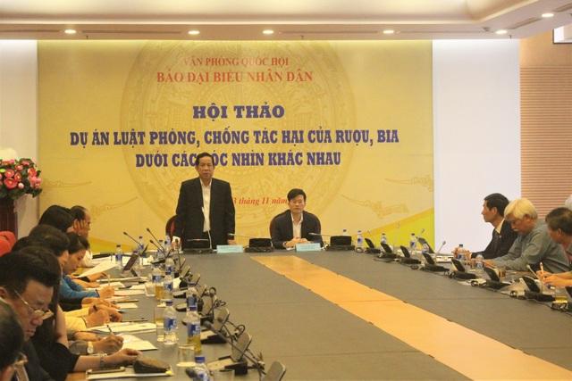 ông Đặng Thuần Phong, Phó chủ nhiệm Ủy ban về các vấn đề xã hội của Quốc hội phát biểu khai mạc hội thảo. (Ảnh: Hồng Vân)