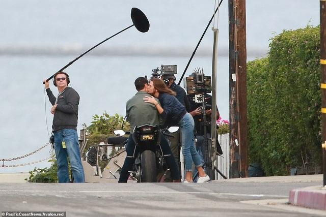 Hoạt động quay phim đang diễn ra, thu hút sự quan tâm của truyền thông và công chúng.