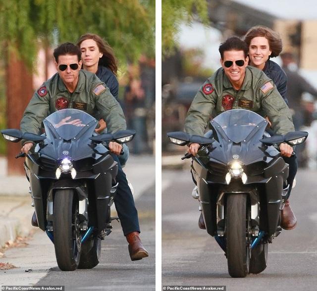 Trong cuộc sống riêng, Tom Cruise luôn tìm niềm vui từ những bộ môn đưa lại cảm giác mạnh, anh thích chạy mô-tô và thậm chí tự lái được phi cơ cỡ nhỏ, vì vậy, việc điều khiển mô-tô trên phim trường không phải việc khó đối với anh.