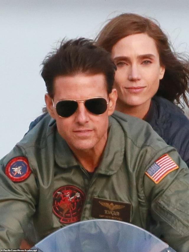 """Tom Cruise và mốt kính râm """"phi công"""", hay kính râm """"cánh chuồn"""" gây sốt một thời."""
