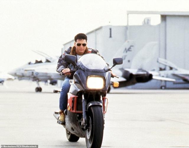 Trong phần phim mới, nhân vật Maverick sẽ trong cương vị mới: đào tạo các phi công trẻ. Đạo diễn của phần phim này là Joseph Kosinski, phim dự kiến ra rạp năm 2020.