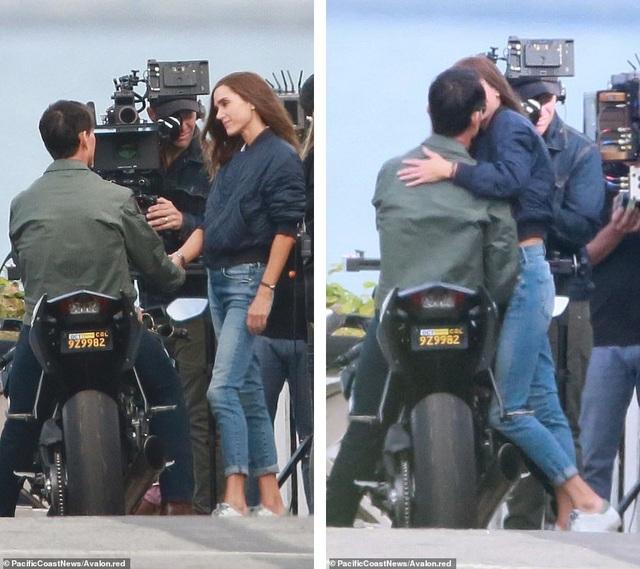 Một pha tình cảm của hai diễn viên trước ống kính.