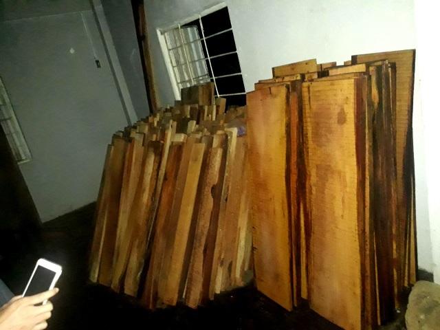 Số gỗ được lực lượng Công xã Tiên Lãnh phát hiện trên xe tải và trong kho nhà máy thủy điện Sông Tranh 3