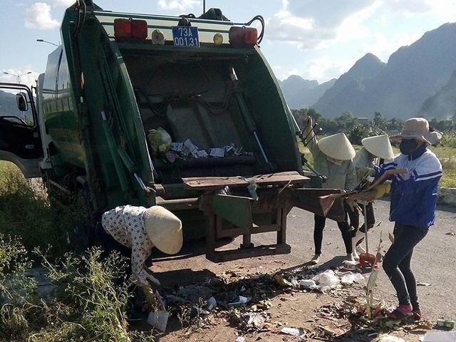 Công nhân gom rác bị phớt lờ đóng bảo hiểm xã hội - 1