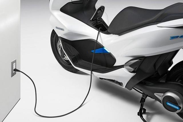 Honda bắt đầu bán xe PCX chạy hoàn toàn bằng điện - 2