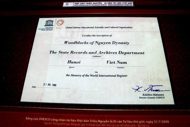 Bằng của UNESCO công nhận tài liệu Mộc bản triều Nguyễn là Di sản Tư liệu thế giới (31/7/2009)