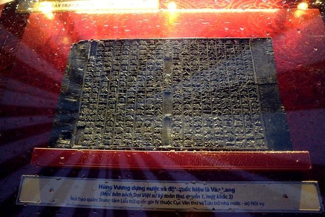 Hùng Vương dựng nước và đặt quốc hiệu là Văn Lang, đóng đô ở Phong Châu