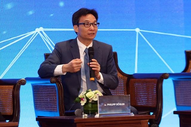 Phó Thủ tướng Chính phủ Vũ Đức Đam chia sẻ tại Diễn đàn đối thoại chính sách cấp cao về hệ sinh thái khởi nghiệp đổi mới sáng tạo. Ảnh: Đình Nam.